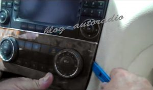 désintallation autoradio Mercedes CLK W209