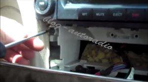 désinstallation autoradio Mercedes CLK W209