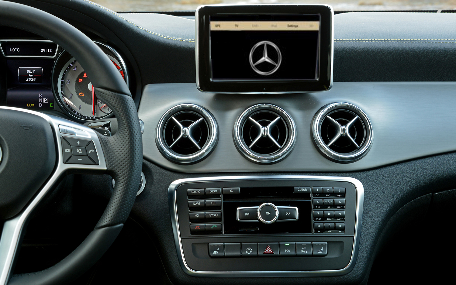 montage autoradio gps mercedes classe a w176. Black Bedroom Furniture Sets. Home Design Ideas